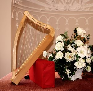 Nachbau einer gotischen Harfe.