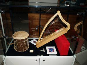 Harfe und Trommel
